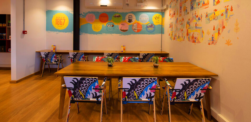 Modern dining room furnishing